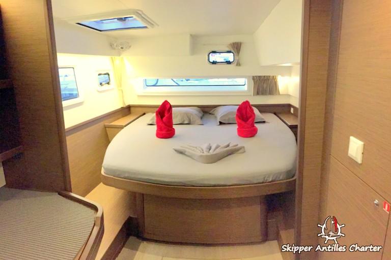 Lagoon 42 la cabine propriétaire à tribord